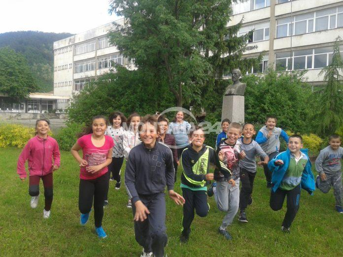 Деца търсят съкровище в Чипровци