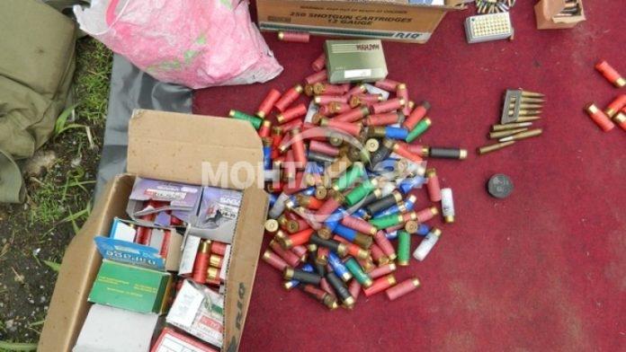 Ловни патрони и незаконно оръжие открити при обиск