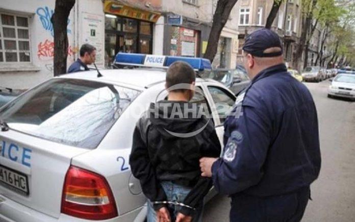 Полицаи спипаха извършителите на кражби от жилища