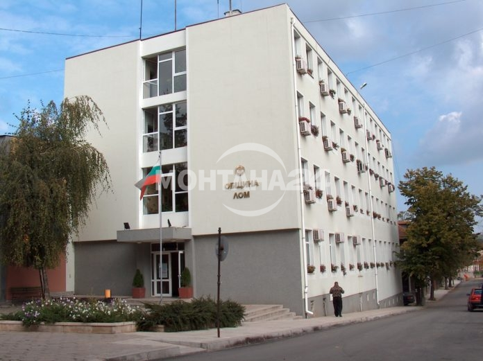 Кметът на Лом пита, как да харчи парите на общината