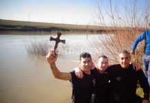Цял ден вадиха кръста в Медковец (СНИМКИ)