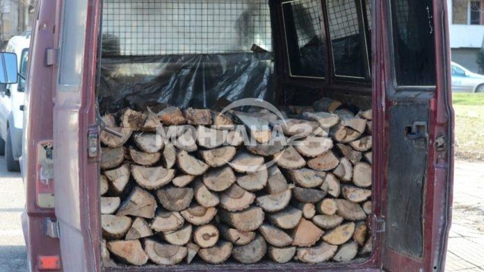 Хванаха бус пълен с незаконни дърва