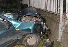 Пиян шофьор не улучи пътя и се заби в ограда