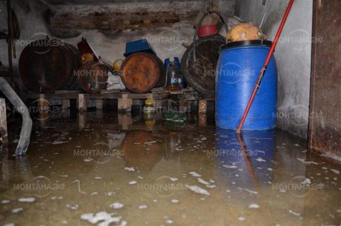 Дъждът създаде проблеми в Лом, пожарната на крак