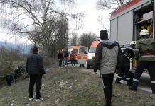 Спасители вадиха заклещена жена от катастрофирала кола