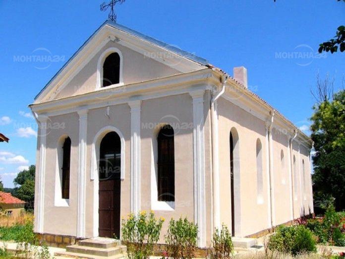 Наглеци обраха църква в Лом