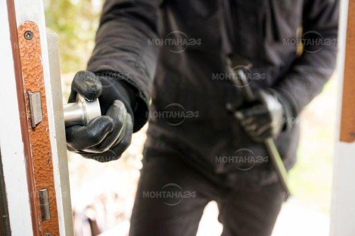 Престъпник се оборудва с фризьорски салон и коса