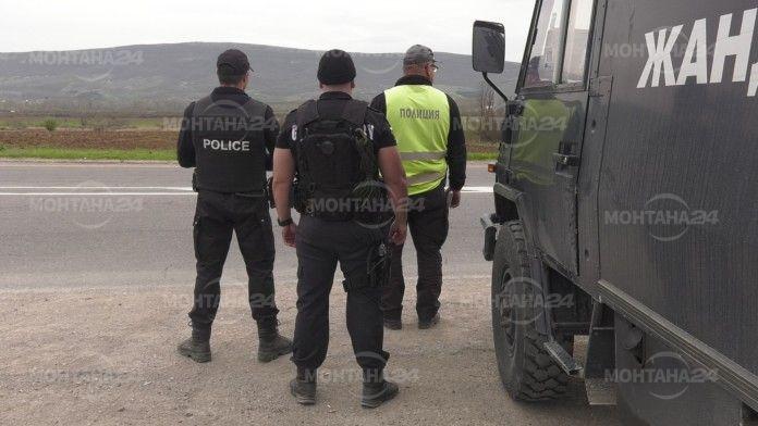 Полицаите отиват на среща с хората по селата