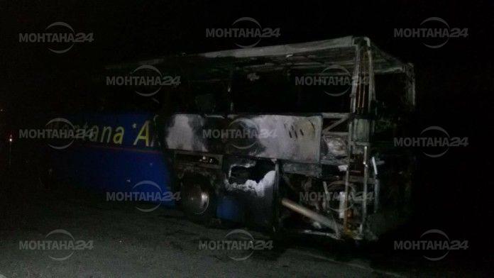 Автобус с туристи на монтанска фирма се запали на път за Македония