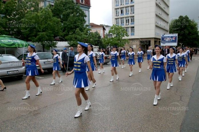 Деца и ученици от Монтана излизат на парад на буквите