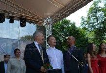 Кметът Златко Живков пя химна на Монтана на трибуна за празника на града