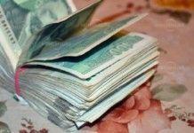 Бизнесмен олекна с 6000 евро и 3000 лв