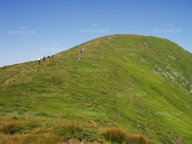 Масово изкачване на връх Ком по стъпките на Вазов