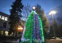Палят светлините на коледната елха в Монтана