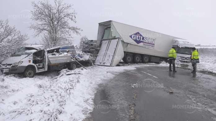 Катастрофа край Белотинци блокира десетки шофьори