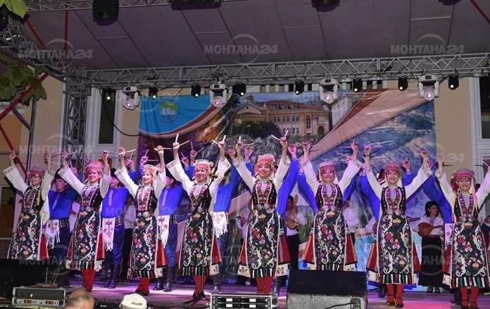 Във Вършец видяха уникален концерт с автентични песни и танци