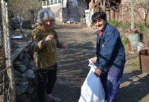 Зарадваха възрастните хора от община Вършец с храна от първа необходимост