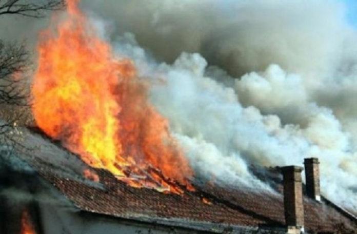 8Три селскостопански постройки изгоряха в Славотин