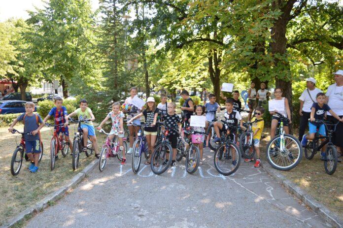 Атрактивно състезание за деца с велосипеди се проведе във Вършец